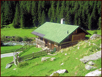 Zollhütte Zillergrund - Holiday cabin with traditional and cosy furnishing