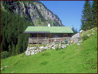 Zollhütte Zillergrund - Holiday cabin in summer