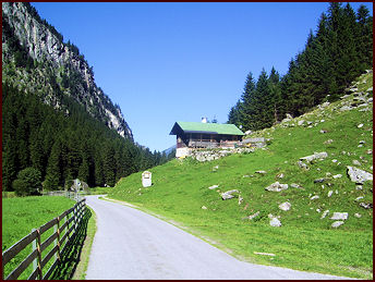 Zollhütte Zillergrund - Asphalted access to the cabin